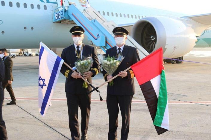 62-145510-israeli-first-emirati-plane-ben-gurion-airport-2
