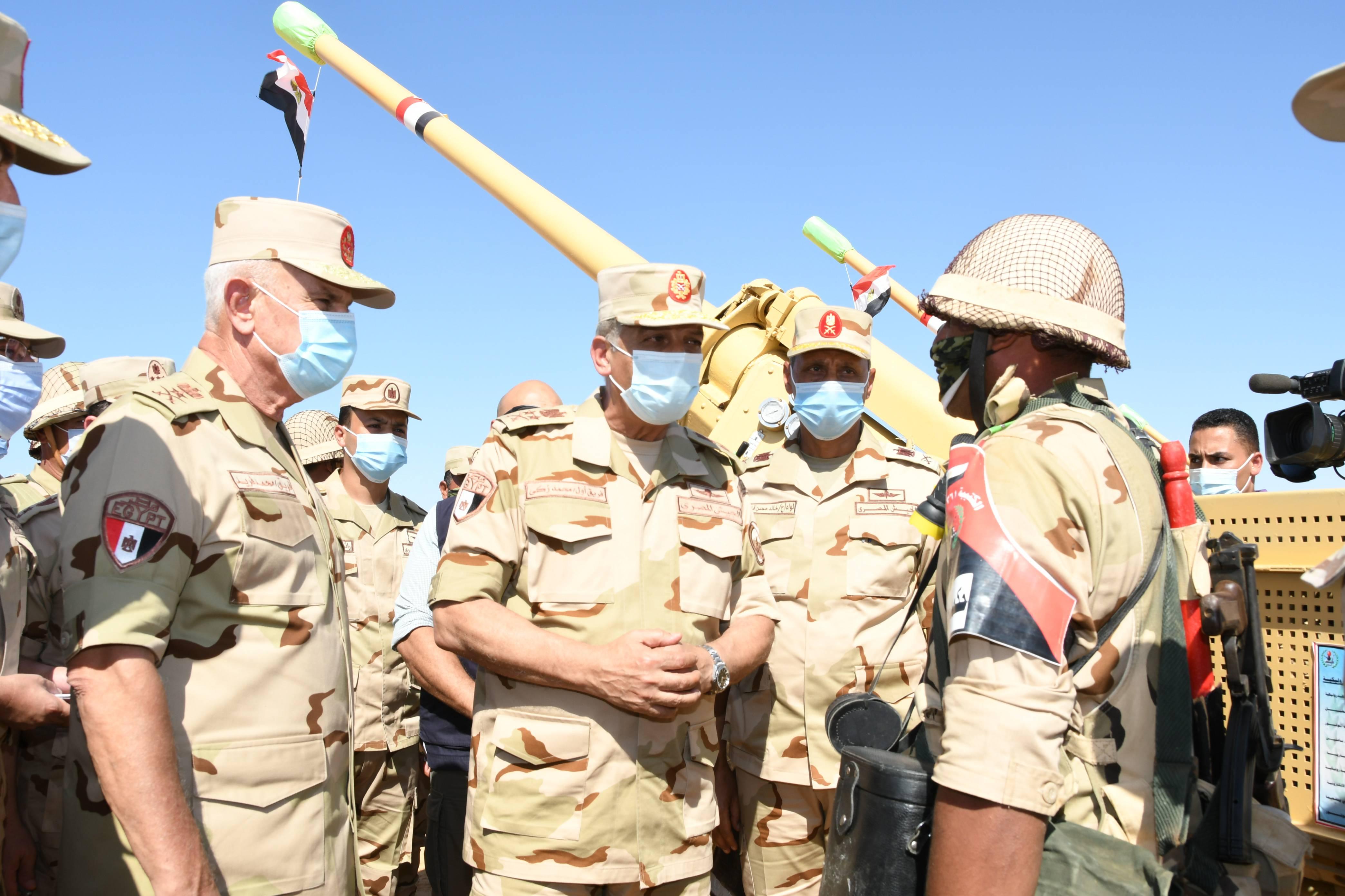 وزير الدفاع يتفقد إجراءات تفتيش الحرب لإحدى تشكيلات الجيش الثالث الميدانى (6)