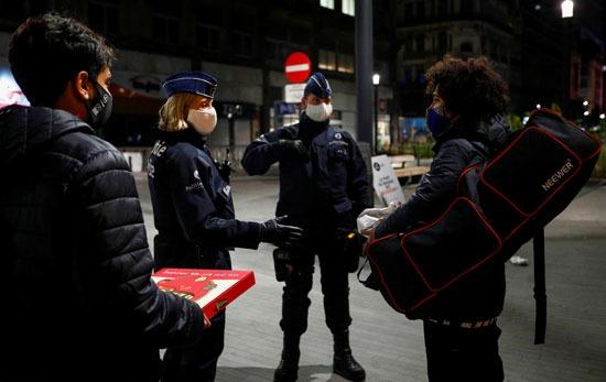 الشرطة البلجيكية تفرض حظرا للتجوال
