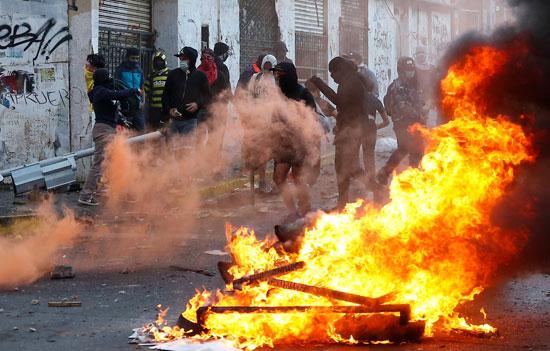 اضرام النار فى شوارع تشيلى