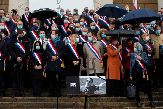 2020-10-20T123608Z_1225980066_RC2CMJ9Q9EAW_RTRMADP_3_FRANCE-SECURITY-TRIBUTE