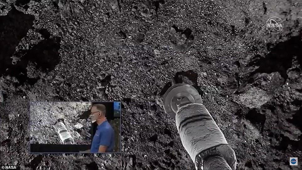 ذراع مركبة ناسا تجمع الصخور