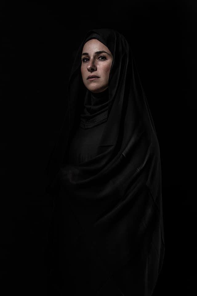 شيرى عادل بالحجاب والعباءة فى جلسة تصوير
