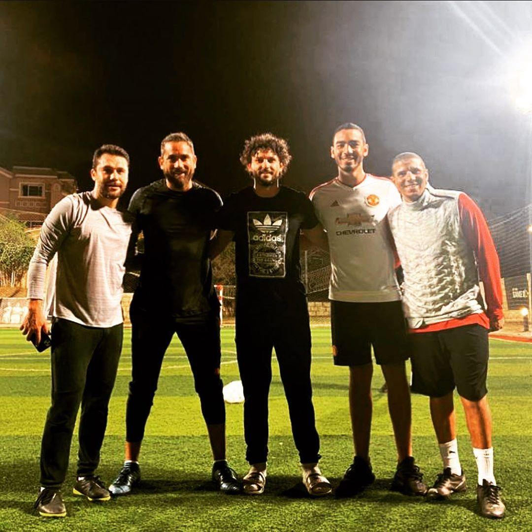 صورة من مباراة خماسية جمعت أمير كرارة وزيدان وأحمد حسن وحسام غالي