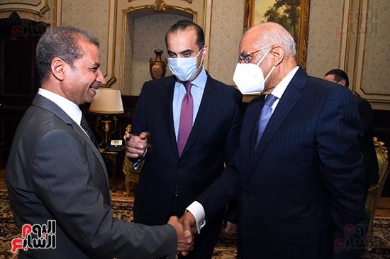 المستشار عبد الوهاب عبد الرازق يستقبل الدكتور على عبد العال (2)