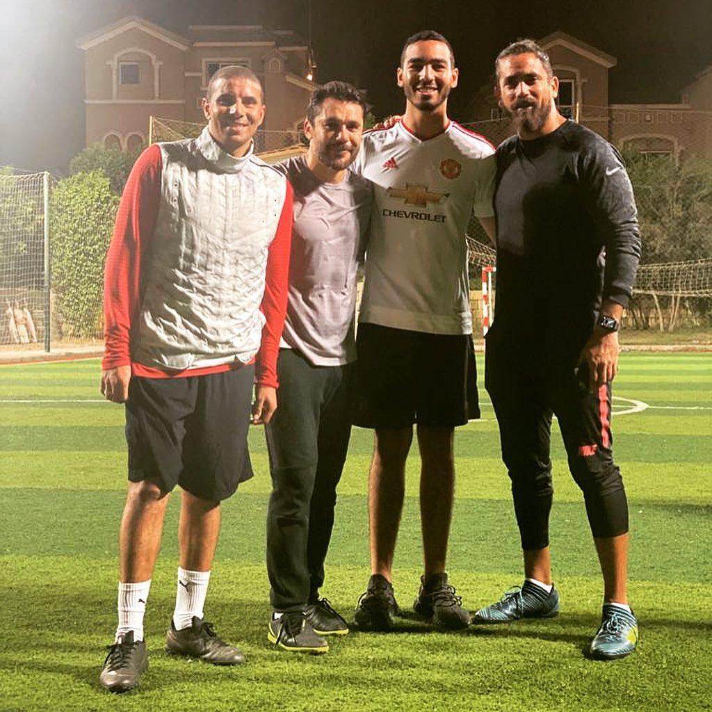أمير كرارة مع زيدان وأحمد حسن في مباراة خماسية