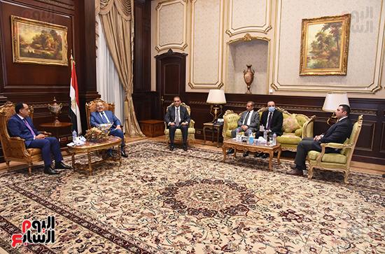 المستشار عبد الوهاب عبد الرازق يستقبل رئيس الوزراء (2)