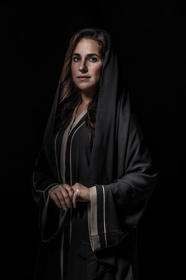 شيرى عادل فى جلسة تصوير بالعباءة والحجاب