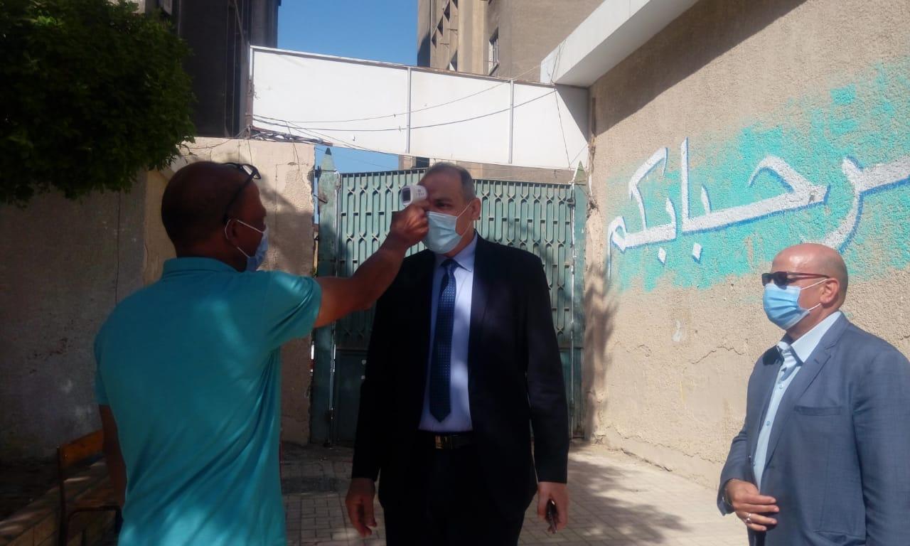 مدير تعليم القاهرة يتفقد انتظام الدراسة  (6)