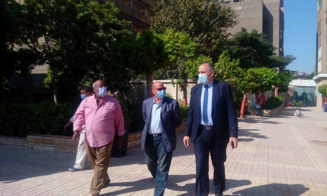 مدير تعليم القاهرة يتفقد انتظام الدراسة  (5)
