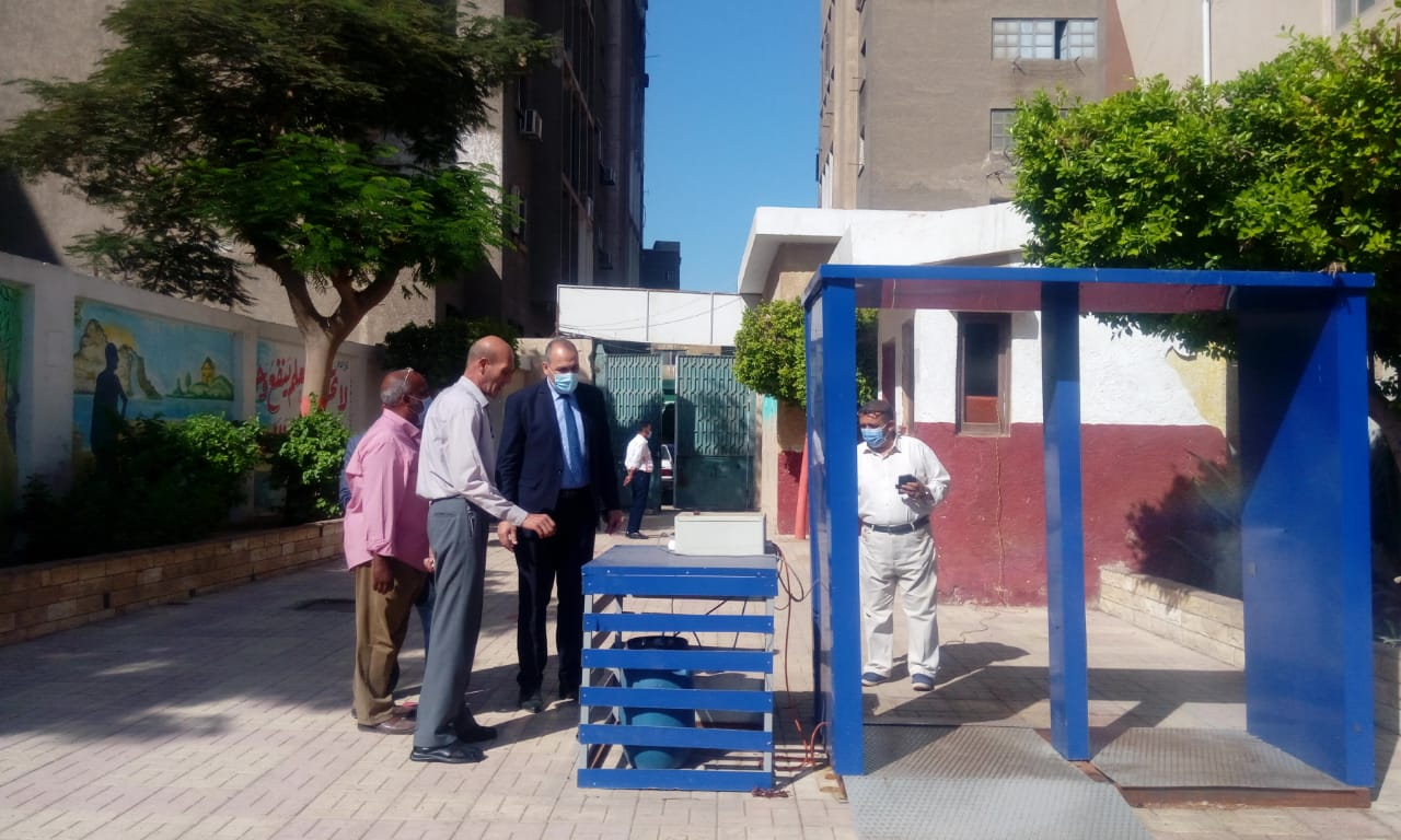 مدير تعليم القاهرة يتفقد انتظام الدراسة  (4)