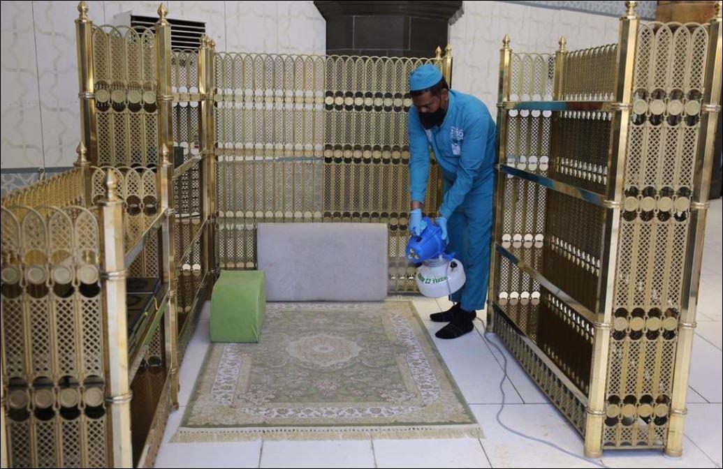 الاستعدادات في المسجد الحرام والنبوى لصلاة الجمعة غدا (1)