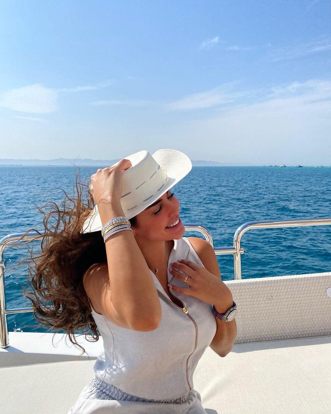 ياسمين صبرى على البحر