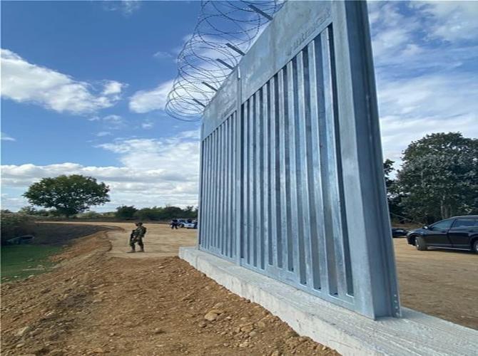 عمليات بناء الجدار تتوالي