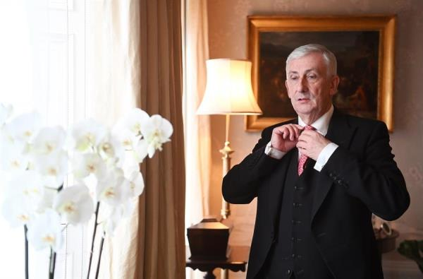 ليندسي هويل من مقر إقامته الرسمي المؤقت في لندن