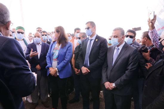 4 من الوزراء فى سوهاج لمتابعة مشروعات برنامج التنمية المحلية لصعيد مصر (41)