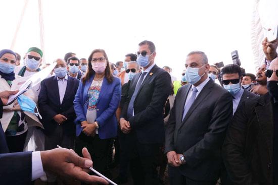 4 من الوزراء فى سوهاج لمتابعة مشروعات برنامج التنمية المحلية لصعيد مصر (42)