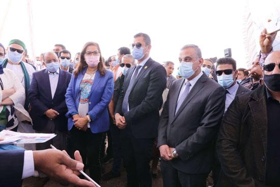 4 من الوزراء فى سوهاج لمتابعة مشروعات برنامج التنمية المحلية لصعيد مصر (39)