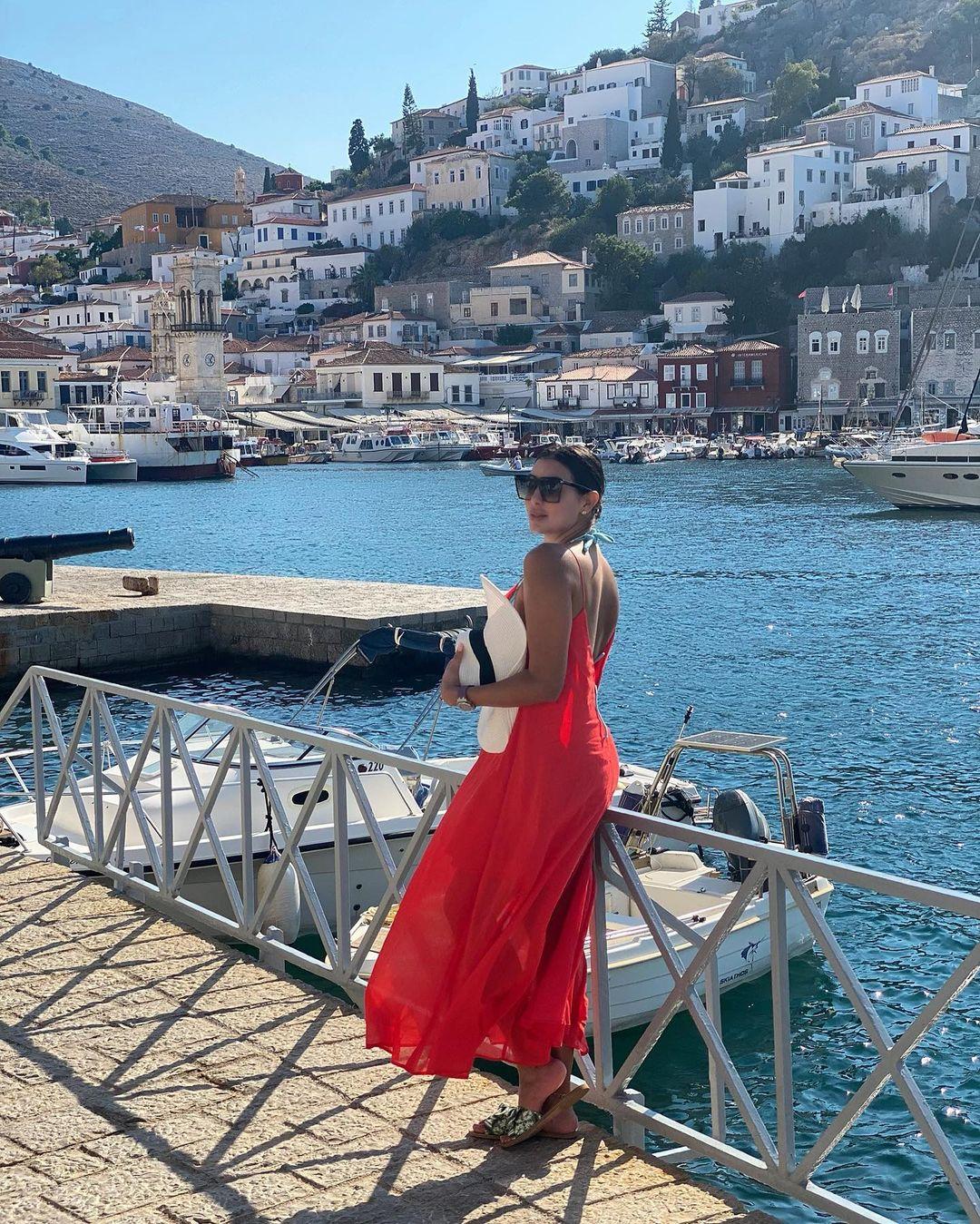 ياسمين صبرى تستمتع باجواء الصيف