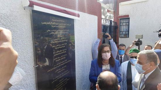 4 من الوزراء فى سوهاج لمتابعة مشروعات برنامج التنمية المحلية لصعيد مصر (19)