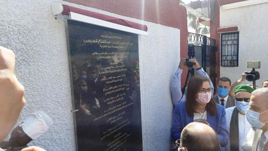4 من الوزراء فى سوهاج لمتابعة مشروعات برنامج التنمية المحلية لصعيد مصر (16)