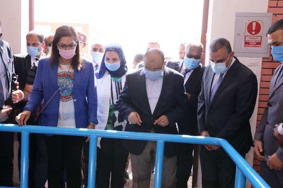 4 من الوزراء فى سوهاج لمتابعة مشروعات برنامج التنمية المحلية لصعيد مصر (34)