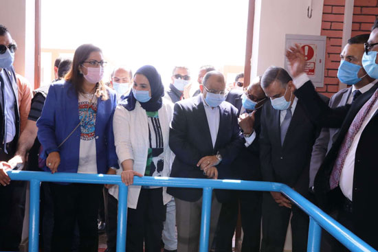 4 من الوزراء فى سوهاج لمتابعة مشروعات برنامج التنمية المحلية لصعيد مصر (55)