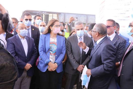 4 من الوزراء فى سوهاج لمتابعة مشروعات برنامج التنمية المحلية لصعيد مصر (45)