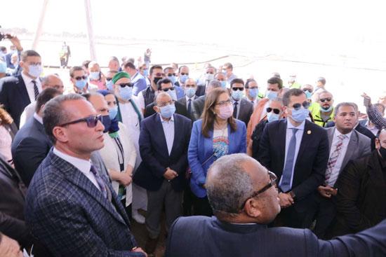 4 من الوزراء فى سوهاج لمتابعة مشروعات برنامج التنمية المحلية لصعيد مصر (47)