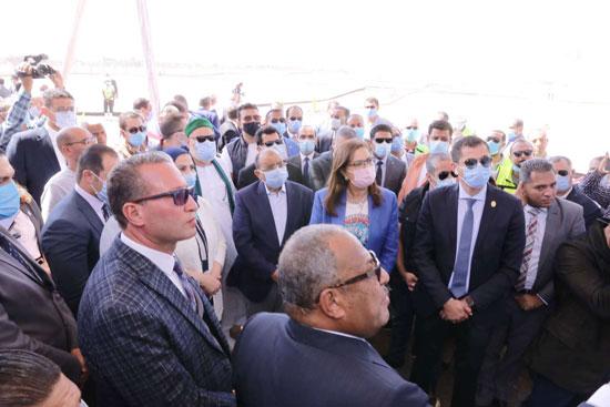 4 من الوزراء فى سوهاج لمتابعة مشروعات برنامج التنمية المحلية لصعيد مصر (24)