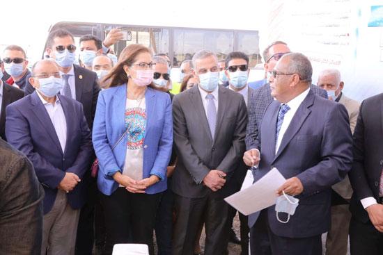 4 من الوزراء فى سوهاج لمتابعة مشروعات برنامج التنمية المحلية لصعيد مصر (27)