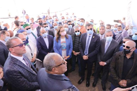 4 من الوزراء فى سوهاج لمتابعة مشروعات برنامج التنمية المحلية لصعيد مصر (54)