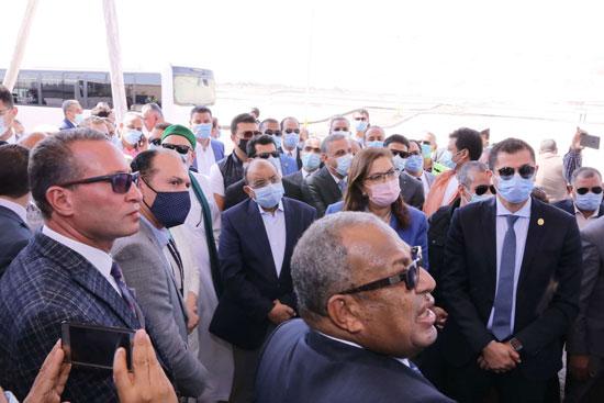 4 من الوزراء فى سوهاج لمتابعة مشروعات برنامج التنمية المحلية لصعيد مصر (33)