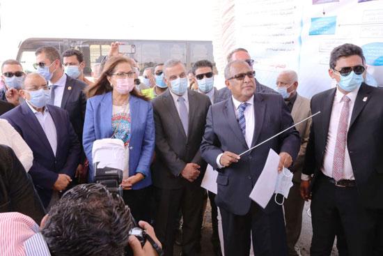 4 من الوزراء فى سوهاج لمتابعة مشروعات برنامج التنمية المحلية لصعيد مصر (36)