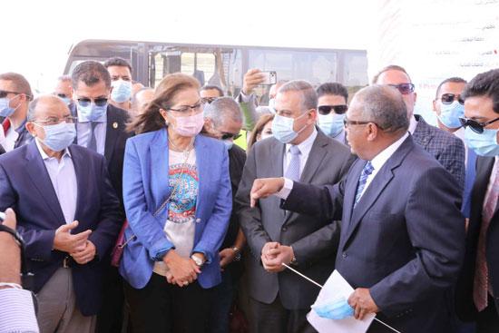 4 من الوزراء فى سوهاج لمتابعة مشروعات برنامج التنمية المحلية لصعيد مصر (26)