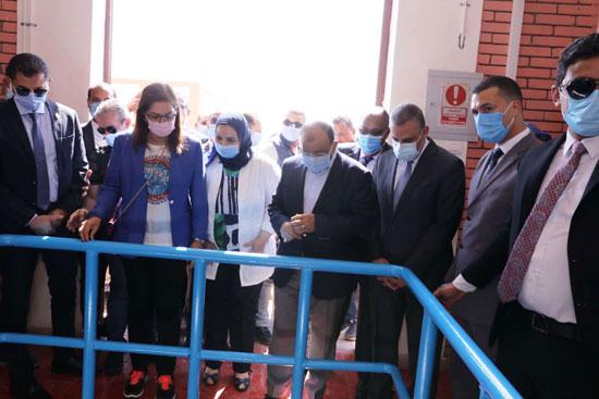 4 من الوزراء فى سوهاج لمتابعة مشروعات برنامج التنمية المحلية لصعيد مصر (35)