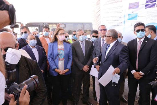 4 من الوزراء فى سوهاج لمتابعة مشروعات برنامج التنمية المحلية لصعيد مصر (50)