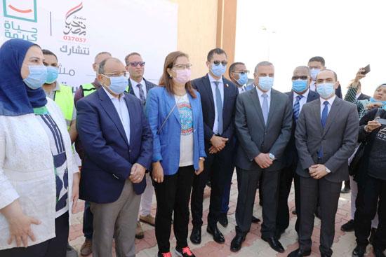 4 من الوزراء فى سوهاج لمتابعة مشروعات برنامج التنمية المحلية لصعيد مصر (51)