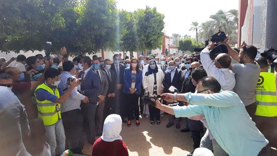 4 من الوزراء فى سوهاج لمتابعة مشروعات برنامج التنمية المحلية لصعيد مصر (8)