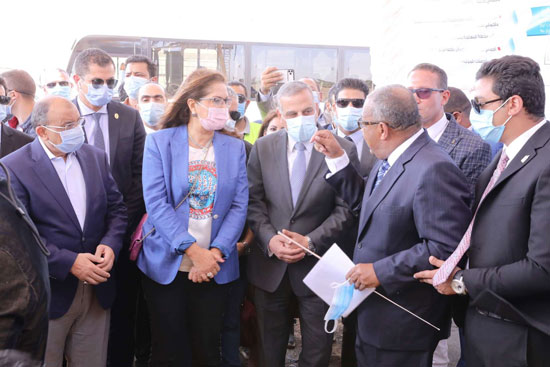 4 من الوزراء فى سوهاج لمتابعة مشروعات برنامج التنمية المحلية لصعيد مصر (28)