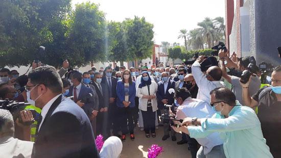 4 من الوزراء فى سوهاج لمتابعة مشروعات برنامج التنمية المحلية لصعيد مصر (10)