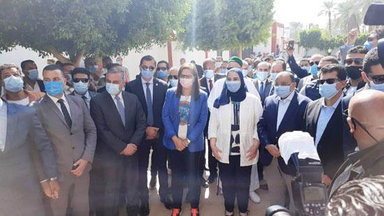4 من الوزراء فى سوهاج لمتابعة مشروعات برنامج التنمية المحلية لصعيد مصر (6)