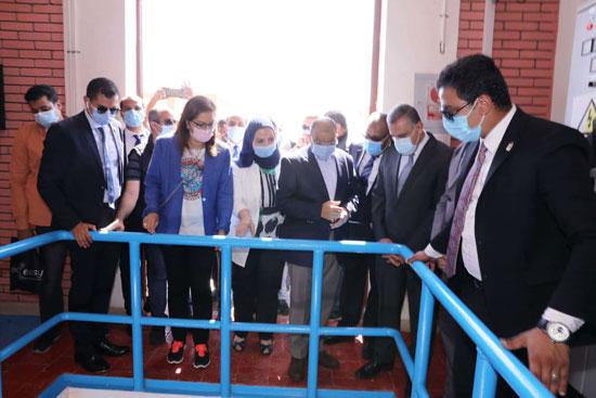 4 من الوزراء فى سوهاج لمتابعة مشروعات برنامج التنمية المحلية لصعيد مصر (29)