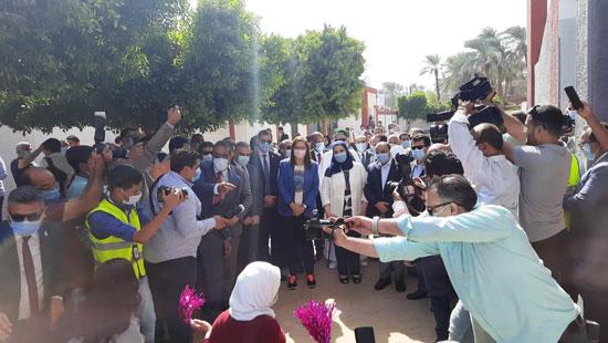 4 من الوزراء فى سوهاج لمتابعة مشروعات برنامج التنمية المحلية لصعيد مصر (9)