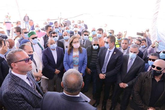 4 من الوزراء فى سوهاج لمتابعة مشروعات برنامج التنمية المحلية لصعيد مصر (46)