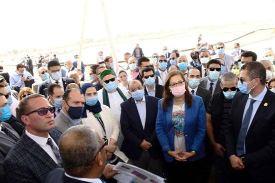 4 من الوزراء فى سوهاج لمتابعة مشروعات برنامج التنمية المحلية لصعيد مصر (52)