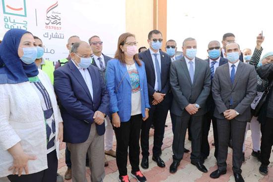 4 من الوزراء فى سوهاج لمتابعة مشروعات برنامج التنمية المحلية لصعيد مصر (25)