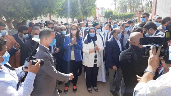 4 من الوزراء فى سوهاج لمتابعة مشروعات برنامج التنمية المحلية لصعيد مصر (3)
