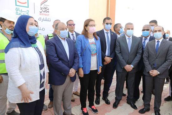 4 من الوزراء فى سوهاج لمتابعة مشروعات برنامج التنمية المحلية لصعيد مصر (31)