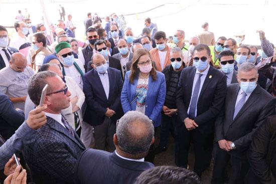 4 من الوزراء فى سوهاج لمتابعة مشروعات برنامج التنمية المحلية لصعيد مصر (53)